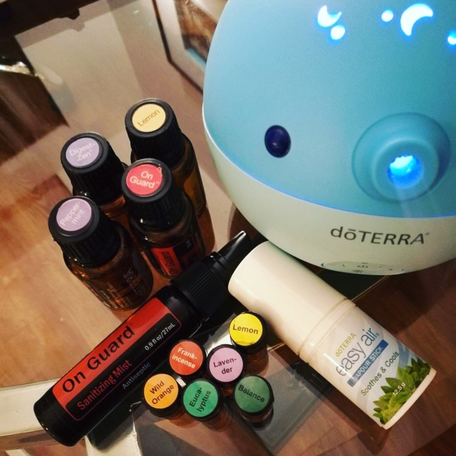 Doterra Essential Oils to travel with. Whale diffuser, on guard, digest Zen, peppermint, Onguard hand sanitiser, frankincense, lemon, wild orange, balance, Lavender, easy air vapour stick, eucalyptus essential oils, oil blends & essential oil products by Doterra. Things I took to India for 3 weeks.